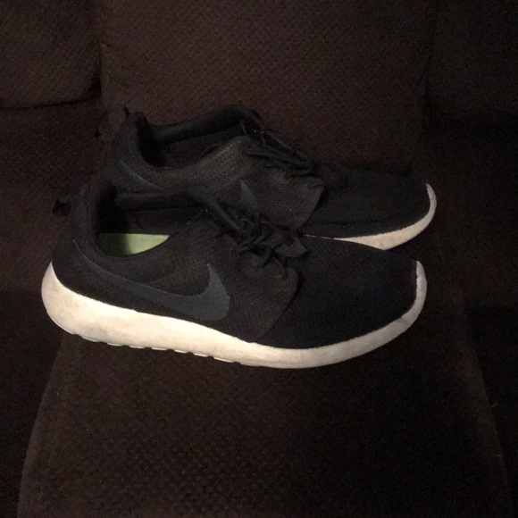 premium selection d1e9d 6ca4e Men's Nike roshes size 8.5, black, grey and white NWT